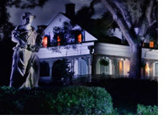 haunted mansions, paranormal activities, sightings and apparitions in the US, Halloween entertainment ideas, eerie entertainment, encounters with another kind, haunted architecture