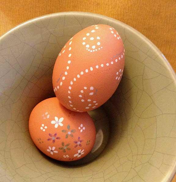 holiday celebrations, no-dye egg decorating, tips and ideas, easter egg decorating, easy egg decorating, photo © Janet Giampietro